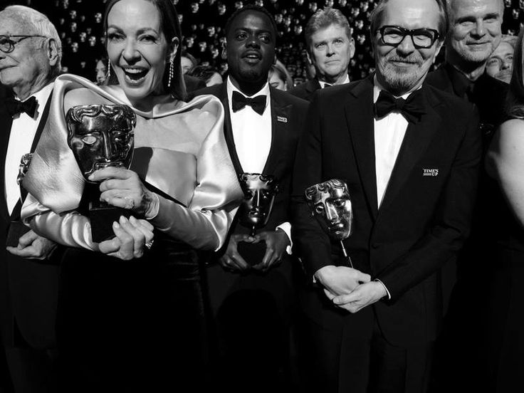 """Recap: Top BAFTA winners """"Three Billboards"""" lead with five wins, video from red carpet interviews, acceptance speeches #CompleteWinnersList #EEBAFTAs red carpet  Find out more: https://www.redcarpetreporttv.com/2018/02/19/recap-top-bafta-winners-three-billboards-lead-with-five-wins-video-from-red-carpet-interviews-acceptance-speeches-completewinnerslist-eebaftas-red-carpet/"""