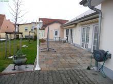 Altersgerechter Bungalow - in Bestzustand mit Doppelgarage und Sonnenterrasse Haus kaufen
