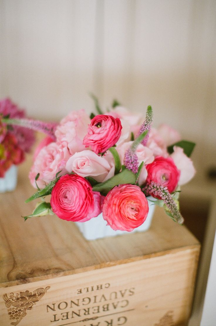 Raunuculus | Centerpiece | Photography: Meredith Perdue