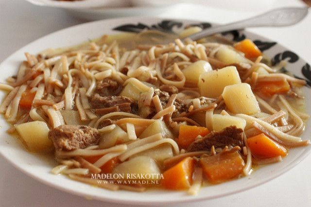 Zelf bouillon trekken van lamsvlees en er heerlijke soep mee maken. Rijke bouillon geeft heerlijke soep. In dit recept leg ik je uit hoe je lamssoep maakt.