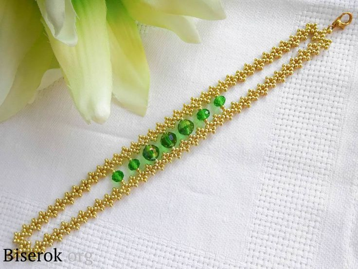 FREE Pattern. Page 1/3. GOLD And EMERALD Bracelet by Darya Demidova. Full tutorial in Russian on te web site.