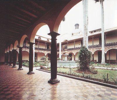 Convictorio de San Carlos (S. XIX – actual claustro de la Universidad de San Marcos) del cual Bartolomé Herrera fue Rector