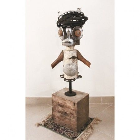 omino fatto con oggetti di riciclo little man made with recycled objects