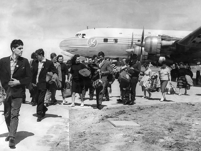 1962: Austrians, Yugoslavs and German migrants arrive at Essendon Airport.