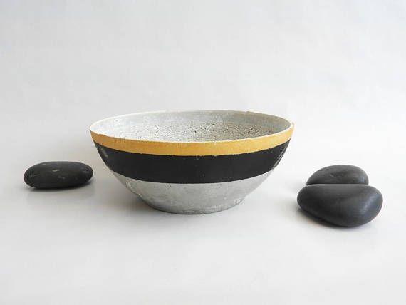 Coupelle en béton noir et doré: objet décoratif  concret pot