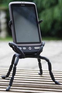 The magic heroes are two versions of different sizes, shaped like spiders, eight legs, and each leg has three joints, these joints, we can freely their legs twisted, bent, and thus for the iPhone / iPod and other digital equipment to provide practical solid supporting role.