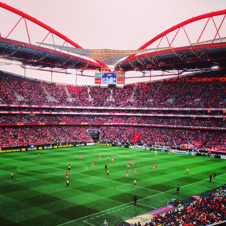 расцветка теплых стадион бенфика в лиссабоне фото расположен холме, который