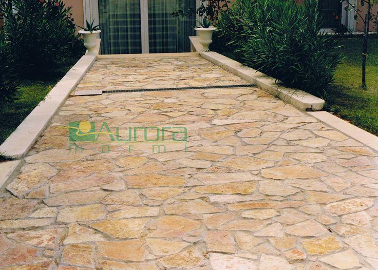 Scorza di pietra piano cava per pavimentazioni esterne. Chiedi subito un preventivo! www.auroramarmi.it