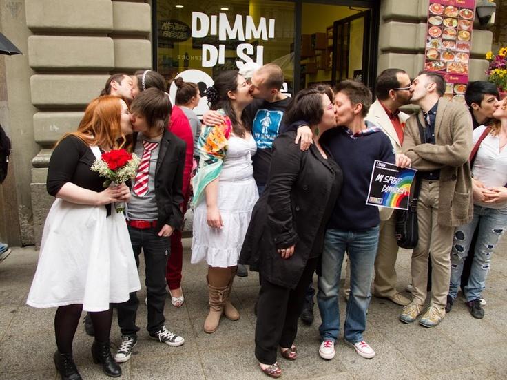 Huwelijksceremonie bij Lush Italië. We vragen aandacht voor het recht dat mensen van hetzelfde geslacht kunnen trouwen.