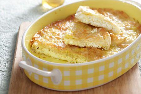 Μια πολύ εύκολη, πολύ γρήγορη τυρόπιτα με λίγα υλικά για να την απολαύσετε ως ορεκτικό, ή συνοδευτικό ή και σκέτη. Μια συνταγή από το gastronomos.gr για μι