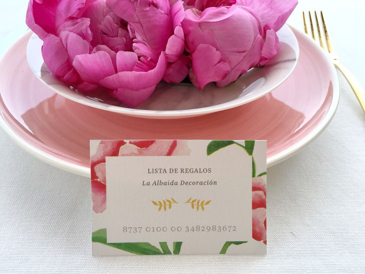 #listadebodas 'La Virginia' es la segunda colección de #papeleriadebodas de #Loveratory. Encierra la esencia de Andalucía alejándose de los tópicos. Flores, siesta, azahar, el rumor de una fuente, el blanco de las fachadas encaladas, el dorado del sol, la alegría, la calma, todo eso es 'La Virginia'. #weddingstationery #invitacionesdeboda2016 #invitacionesdeboda2017 #invitacionesdeboda  #weddingpaper  #meserosdeboda #weddingbranding #brandingddeboda #sobresforrados #invitacionesdeacuarela