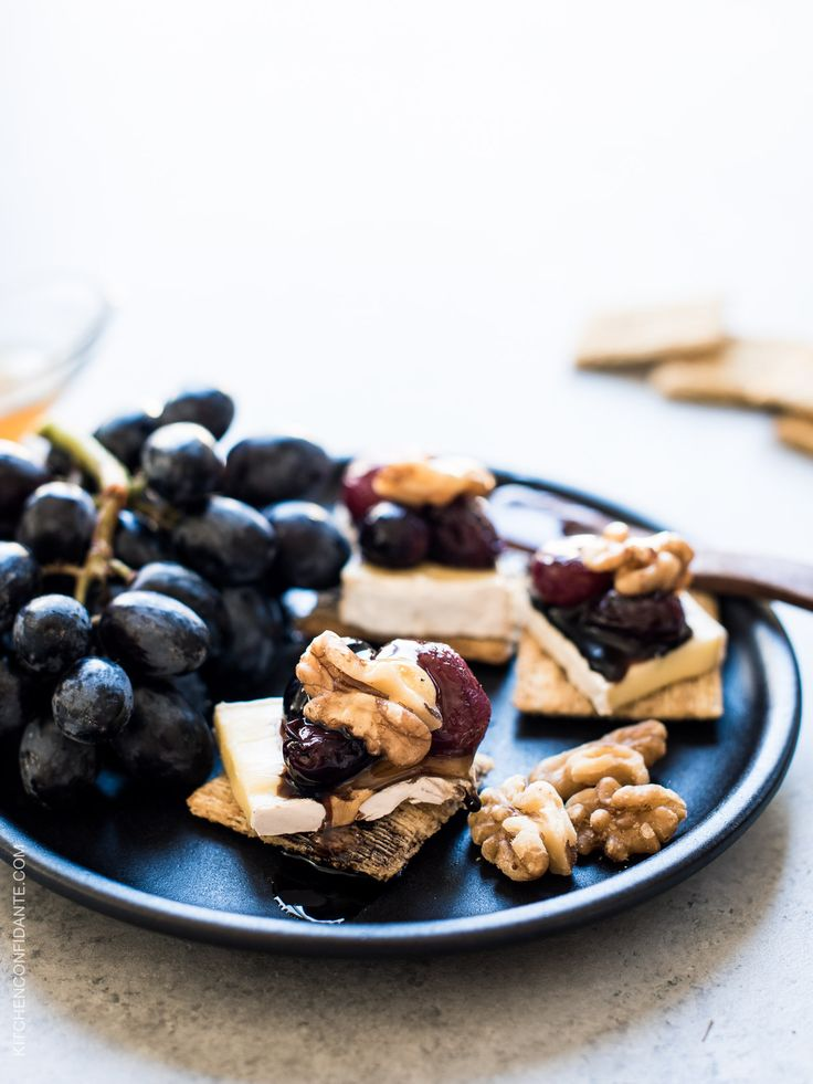 Caramelized Grape, Brie and Walnut Bites with TRISCUIT crackers - simple ingredients transform into something delicious on a cracker, making these bites the perfect snack! Made with @Triscuit #ad.