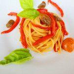Spaghetti con peperoni e olive