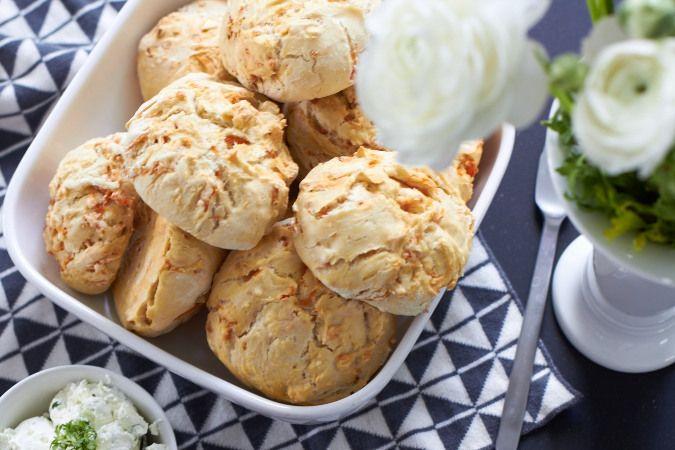 Ein Rezept für super leckere Möhren-Brötchen mit hausgemachtem Frischkäse zum Brunch mit Jacobs Kaffee.