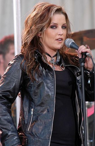 ♡♥Lisa Marie - click on pic to see a larger pic in a better looking black background♥♡