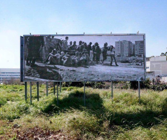 Ferran Martínez (@FerranMtz) @xavisarria  9 feb. Más  Una fotografia gegant recorda des d'ahir la lluita de #labatalladelhorta a la Ronda Nord de Benimaclet. Espectacular.