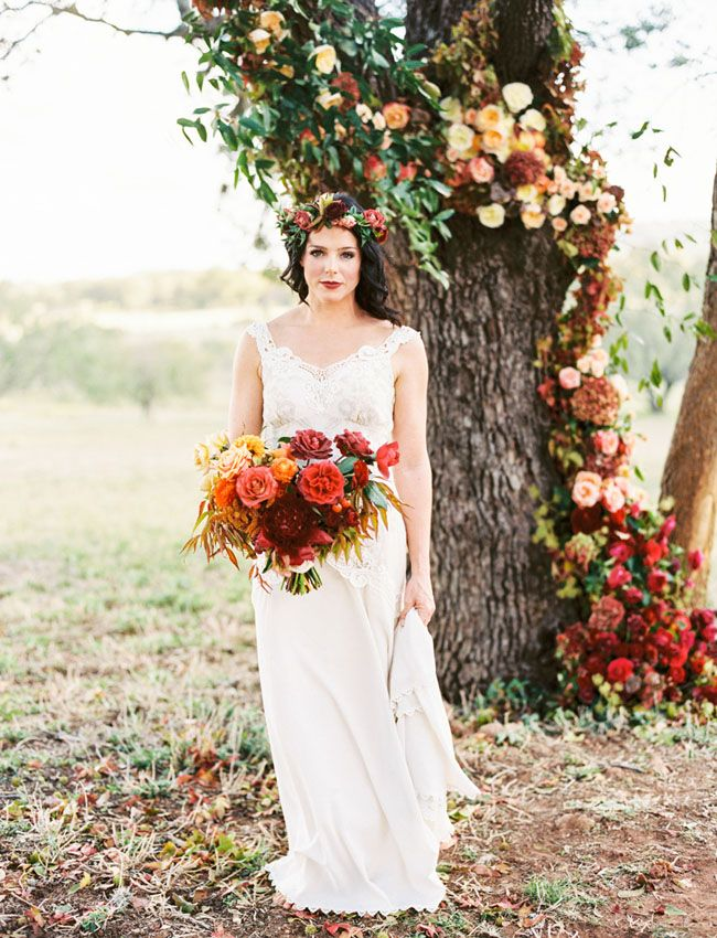 Autumn bridal bouquet and floral decoration.  #bridalbouquet #weddingflowers