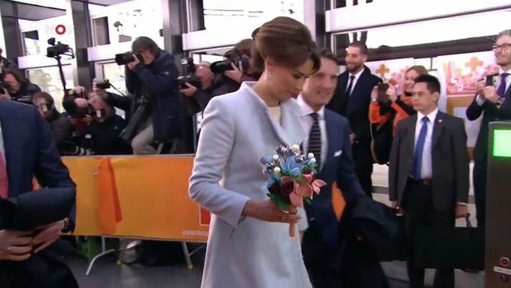 Outfit Marilène:  Prinses Marilene draagt een japon van Sage & Ivy. Ook haar lichtblauwe mantel komt van dit merk. Marilene hebben we in het verleden al verschillende keren met kleding van deze ontwerper gezien!