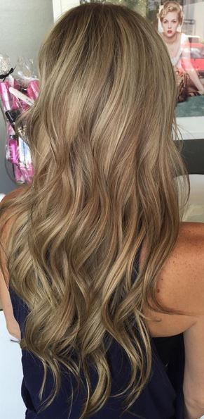 Multi toned blonde and bronde highlights.