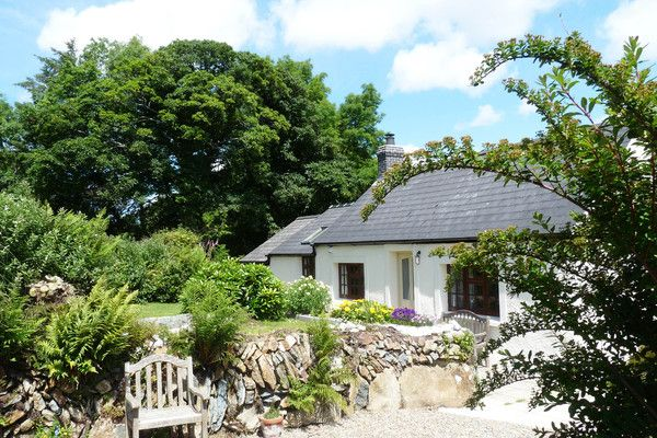 Wenfo Cottage - pet friendly holiday cottage in Brynberian, Pembrokeshire sleeps 4 plus 2 dogs welcome with enclosed garden - West Wales Holiday Cottages