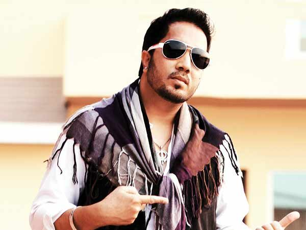 Arrested Mika Singh gets bail for slapping doctor