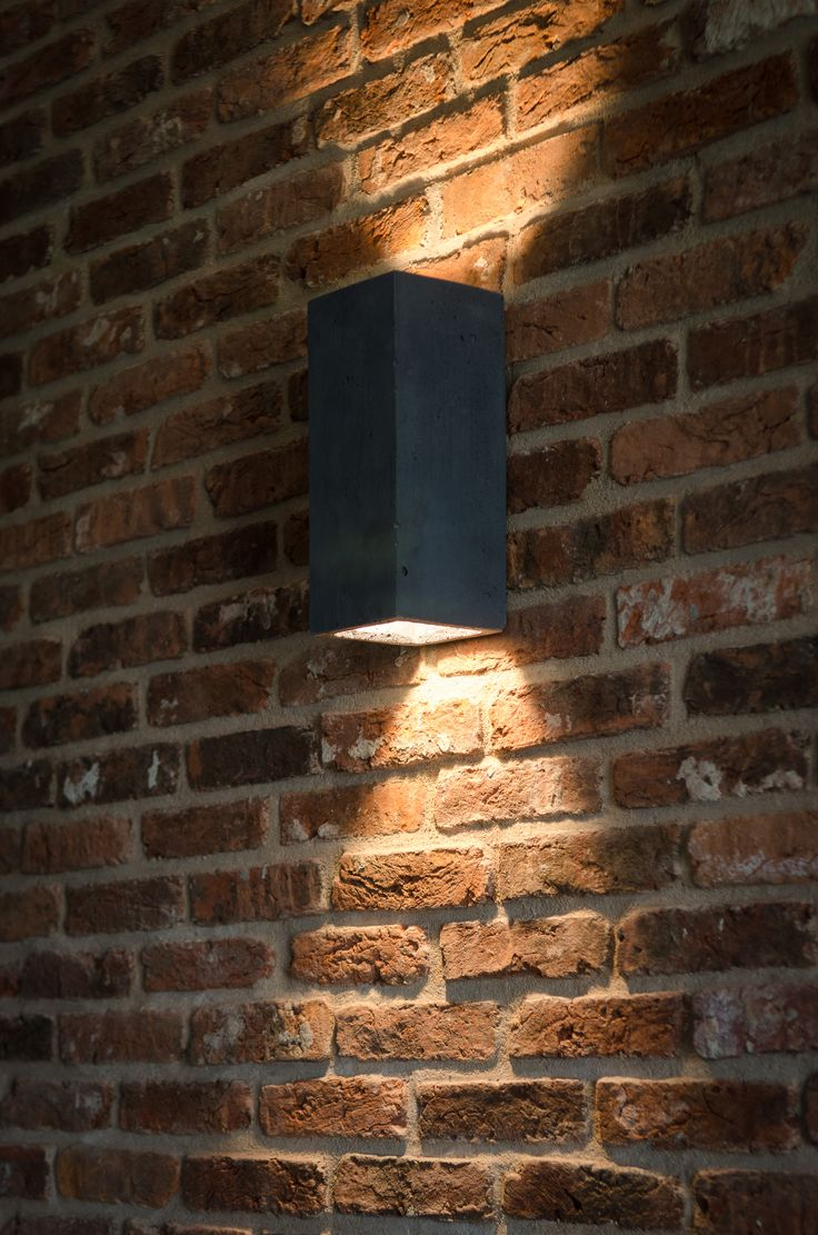 Orto - concrete wall lamp. Here in anthracite colour.