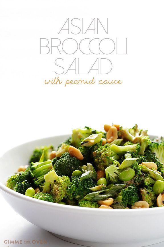 Ensalada de brócoli asiática con salsa de maní. | 23 Ensaladas sin lechuga que sí querrás comer