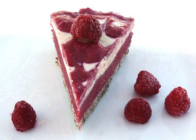 Malinová torta bez bez múky,cukru a pečenia.