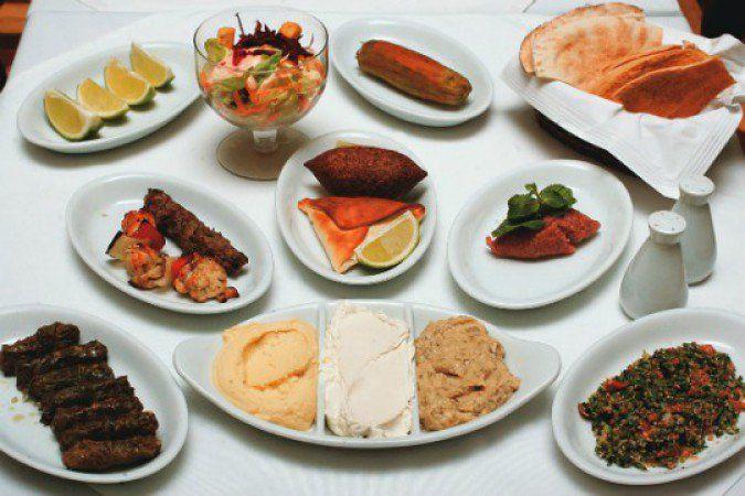 O primeiro Almanara, localizado na República, é um dos melhores restaurantes árabes da cidade. Oferece rodízio para aqueles que não se contentam em comer somente um prato típico.