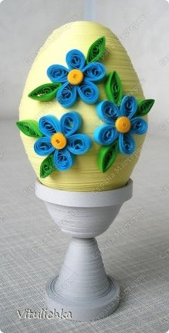 Paper strip Easter Eggs decorated with quilled flowers