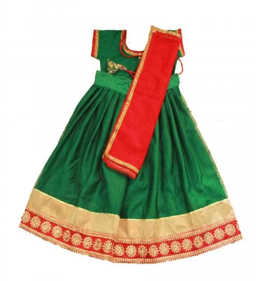 Girls Green and red netted Half saree Size : 6-7 years Price : Rs 1425 whatsapp: +91-9629187349 Free shipping all over India  #southindia #halfsaree #traditional #saree #kidsfashion #fashionable #pretty #cute #lehenga #ghagra