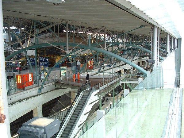 Architecture-> Gare/Lieu: Lille/Architecte: Jean-Marie Duthilleul /Materiaux: Verre, fer.