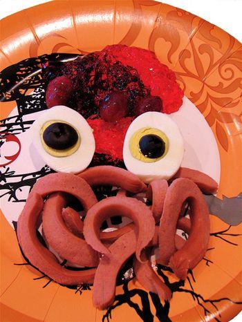 Halloween party food: Eggs Eye, Halloween Party Foods, Activities For Kids, Boiled Eggs, Halloween Parties Food, Deviled Eggs, Halloween Lunches, Food Halloween, Monsters Meals
