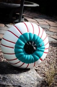 Pumpkin painted like an eyeball! Would be really cool to make the