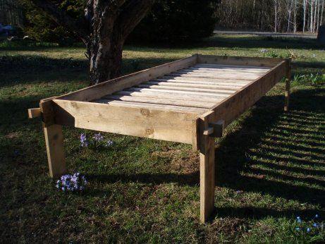 Instruktioner hur man bygger en egen säng till lägerlivet!