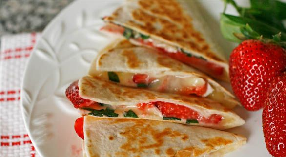 Brie, Basil and Strawberry Quesadillas: Brie Quesadilla, Basil Quesadilla, Recipe, No Bake Dinner, Strawberries, Strawberry Quesadillas, Dessert
