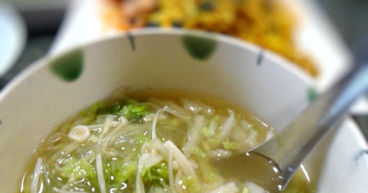予め白菜に塩をしてしんなりさせてからスープにします。白菜の甘味がUP☆そして加熱時間が短く省エネになります