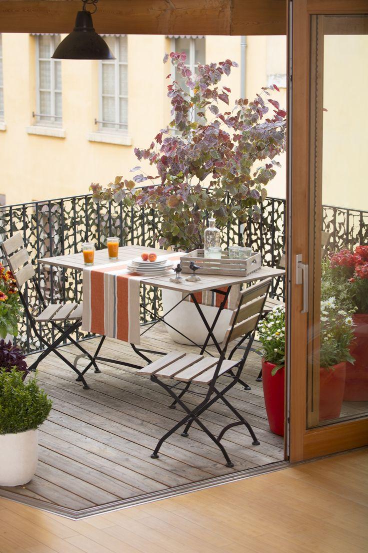Balcon campagne. Combinación piso de madera interior y porcelanato imitación madera exterior