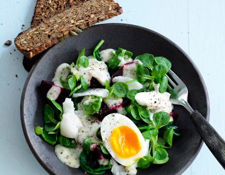Billede af Salat med torsk, æg og sennepssauce
