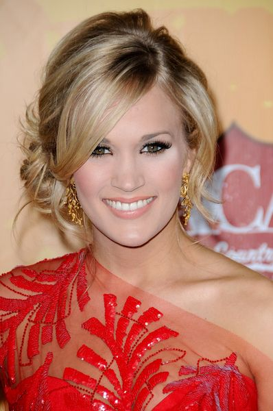 Carrie Underwood, loose side chignon. soft, glamorous, but easy updo! Love a
