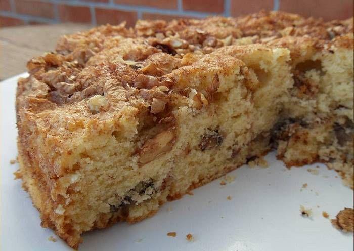 Bolo Crocante de Nozes,Este bolo é SOBERBO!!! É suave, fofinho, e muito mas mesmo muito CROCANTE! Cada trinca um pedaço de noz a desfazer-se… humm e canela? MAGNÍFICOOOO!! | Sobremesas de Portugal