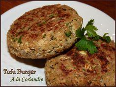 Steak végétarien   Pour 4 burgers  2 échalotes hachées 1 gousse d'ail haché 250 g de tofu ferme 2 càs de farine de pois-chiche  2 càs de flocons d'avoine  1 càc d'herbe de Provence 2 càs de coriandre hachée  1 càc de paprika fumé 1 càs d'huile d'olive