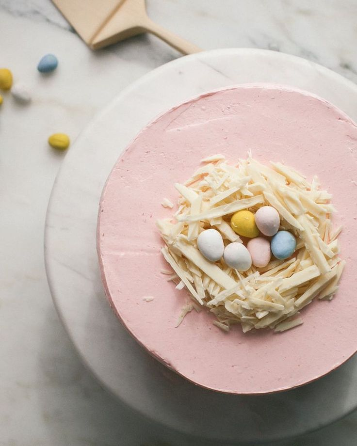 not sure if you've noticed but i love holiday content. it is the most fun for me bc i can make things extra MFing cute. this lil nest cake…
