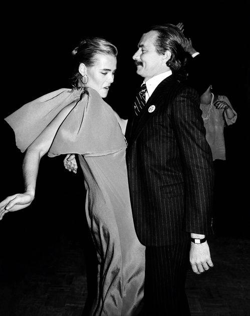 Margaux Hemingway et Bernard Foucher au Studio 54 à New York en 1978 http://www.vogue.fr/mode/inspirations/diaporama/icnes-le-style-des-party-girls/23979#margaux-hemingway-et-bernard-foucher-au-studio-54-new-york-en-1978