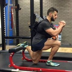 #TransformationTuesday with my favorite lower body exercise, The Bulgarian Split Squat. Here I'm doing higher reps with a 100-pound weight vest. It's a nice variation to throw in because sometimes I just like to focus on the mind-muscle connection and not worry about holding weights. I'm sure I'm beating a dead horse at this point since I constantly promote this drill, but I still get a lot of people who ask me for my go-to legs exercise. The amount of muscular development I've achieved from…