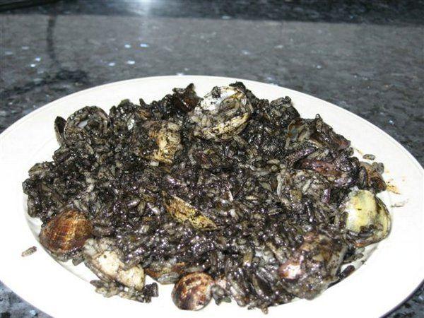 Arroz Negro. Un buen plato en Las Palmeras de Torredembarra.