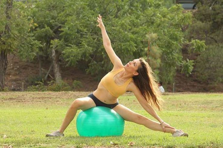 Alicia Arden – Doing Yoga in Valley Village : Global Celebrtities (F) FunFunky.com