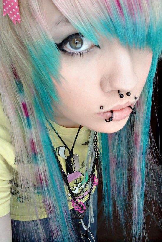 color idea for my hair! scene girls haircuts, styles, and colors pics | ... .emoforum.org/wp-content/uploads/2010/03/emo_scene_hair_idea_9232.jpg