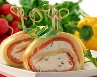 Crêpes légères en sucette au saumon et fromage frais : http://www.fourchette-et-bikini.fr/recettes/recettes-minceur/crepes-legeres-en-sucette-au-saumon-et-fromage-frais.html