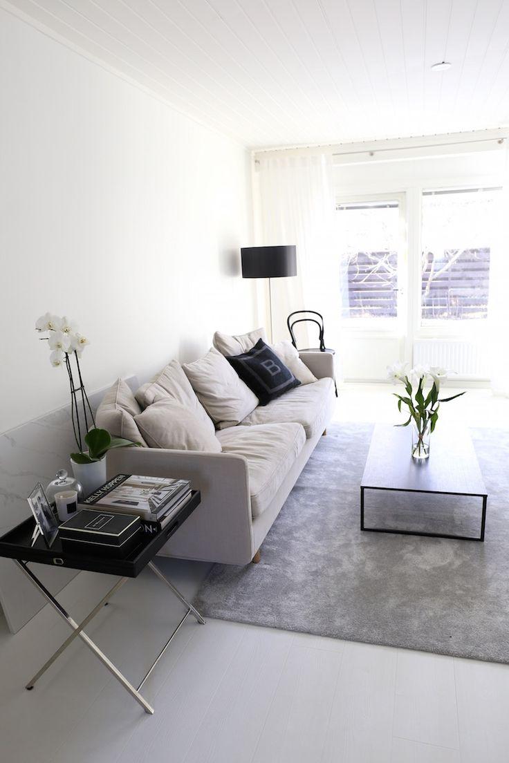 Homevialaura   classic interior   livingroom   Design by Frandsen Nice    Boknäs Julia   BoConcept Lugo   VM-Carpet Hattara   TON Chair 14